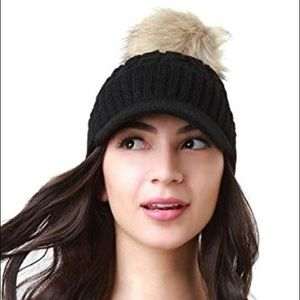 Accessories - Cable Knit Ball Cap W/ Raccoon Fur Pom Pom (Black)